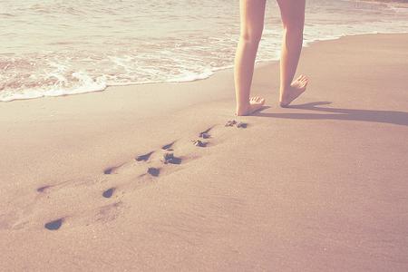 Beneficios-de-caminar-por-la-orilla-del-mar