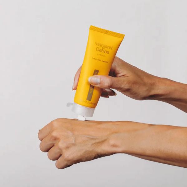 hand-lotion-fabulous-aplicacion